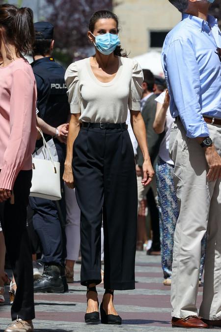 https://www.trendencias.com/moda-famosas/top-zara-falda-flores-combinacion-perfecta-que-reina-letizia-nos-ha-conquistado