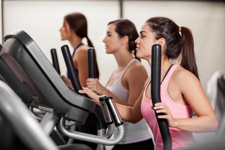 Si te has lesionado corriendo, no te pares (del todo): tres ejercicios alternativos que te ayudan a mantenerte activo