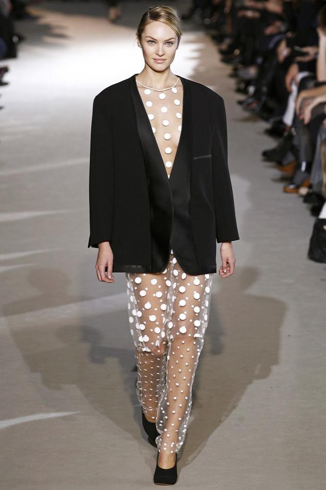 Foto de Stella McCartney Otoño-Invierno 2011/2012 en la Semana de la Moda de París:  (17/25)
