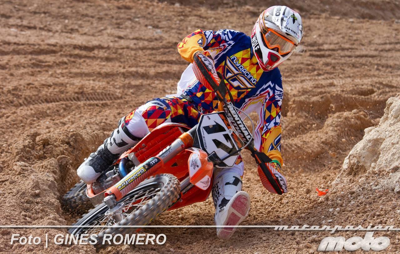 Foto de Álvaro Lozano empieza venciendo en el Campeonato de España de MX Élite 2012 (15/38)