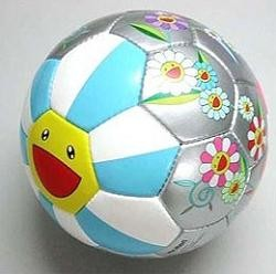 Takashi Murakami también diseña balones