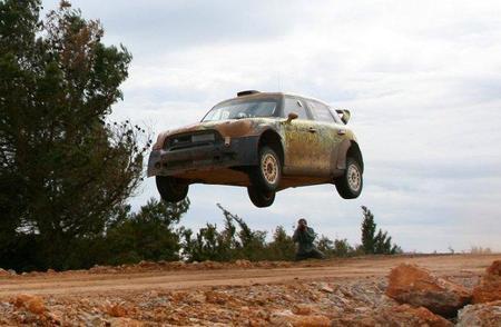El Mini Countryman WRC ya vuela en los test