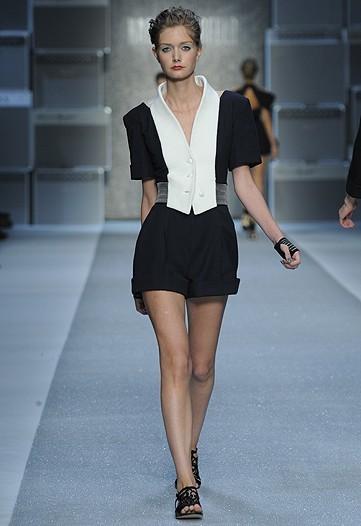 Foto de Karl Lagerfeld, Primavera-Verano 2010 en la Semana de la Moda de París (5/15)
