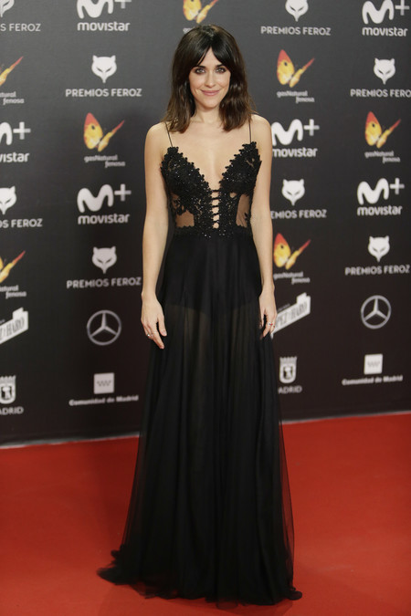 premios feroz alfombra roja look estilismo outfit Macarena Garcia