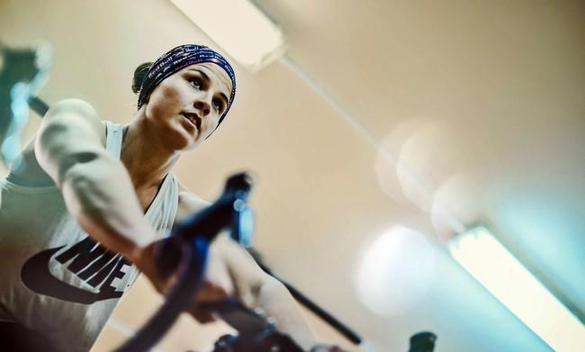 Resistencia física, mental y de altura. Así se prepara Laia Sanz para buscar la gloria en el Dakar 2018