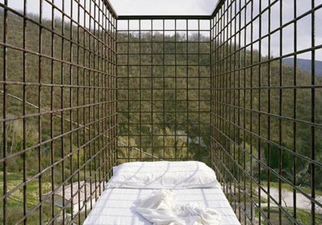 unusual-hotel-bed.jpg