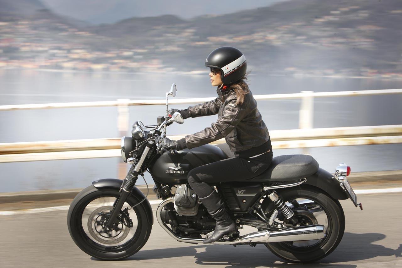Foto de Moto Guzzi V7 Stone (54/57)