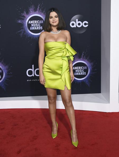 Selena Gomez Versace Amas 01