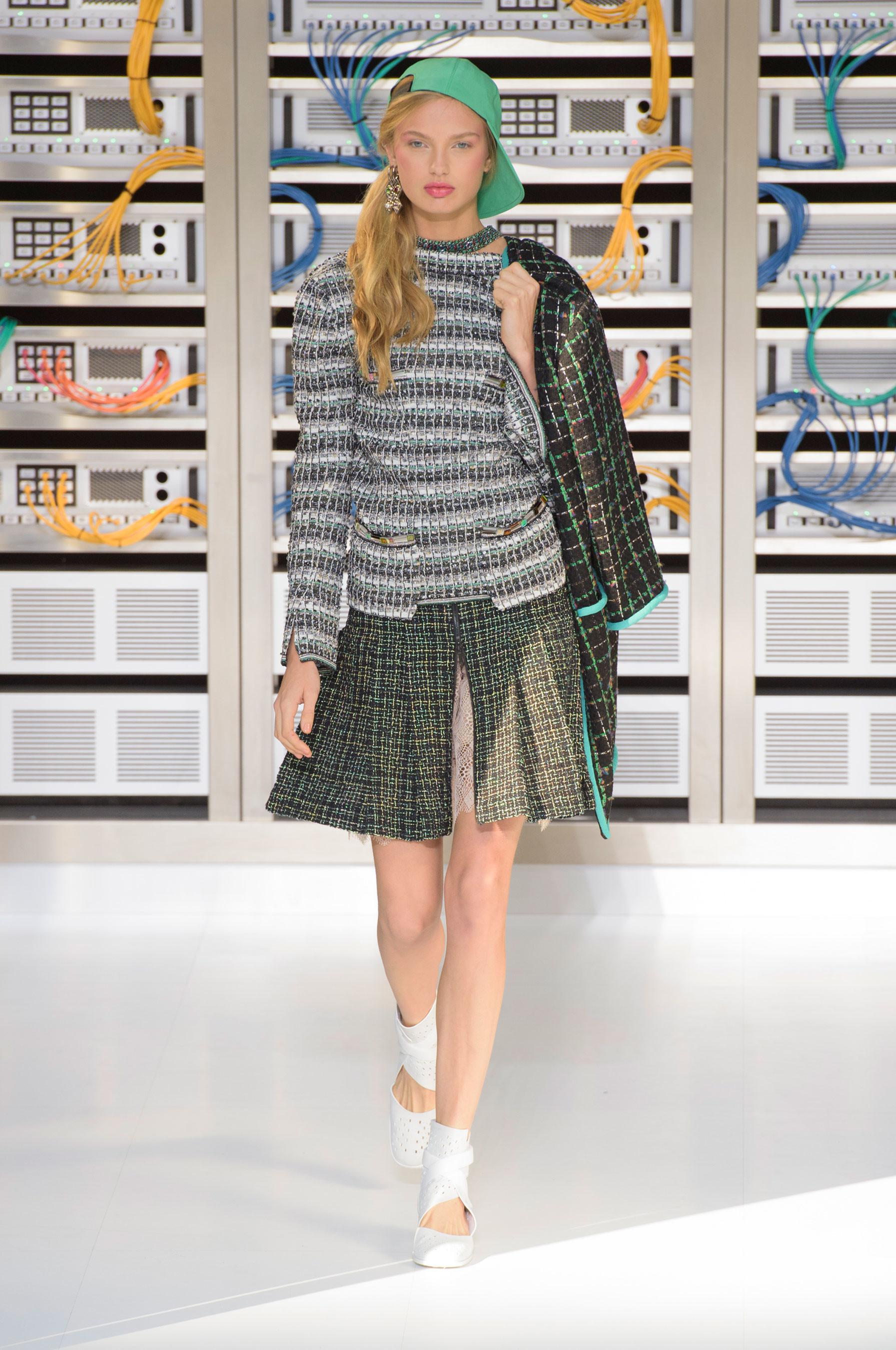 Foto de El regreso al futuro de Chanel en su colección Primavera-Verano 2017 (25/96)