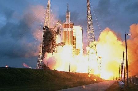 Despega con éxito la nave Orion