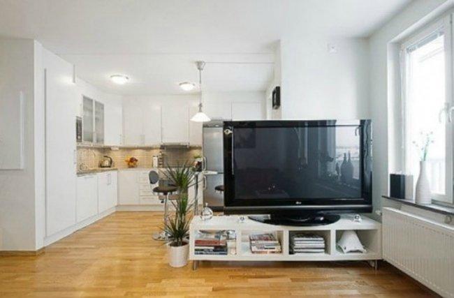 Una televisión como separador de ambientes