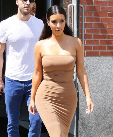 Kim Kardashian intenta un trampantojo embutida en licra beige