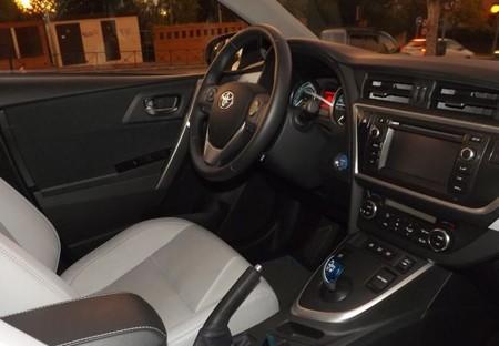 Toyota Auris Hybrid plazas delanteras