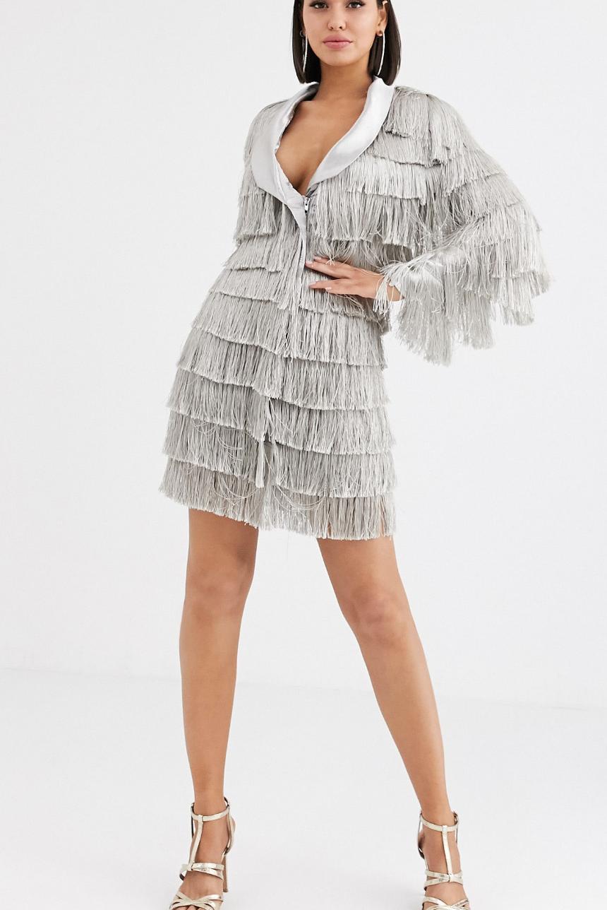 Vestido estilo americana en plateado metálico con flecos de Lavish Alice