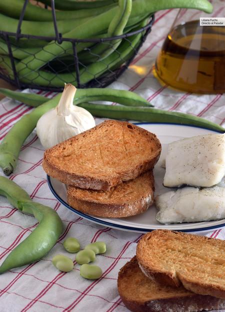 Pa torrat con bacalao, ajo y habas: receta tradicional alicantina de Viernes Santo