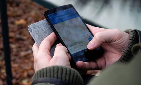 Adiós a la famosa voz robótica de Google Maps: ya no habrá que silenciar las instrucciones de navegación