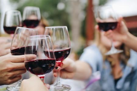 Aunque lo hayas leído en la prensa, no es cierto: una copa de vino no equivale a una hora de gimnasio