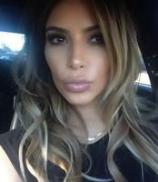 Kim Kardashian dice que de implantes en el trasero, cero patatero