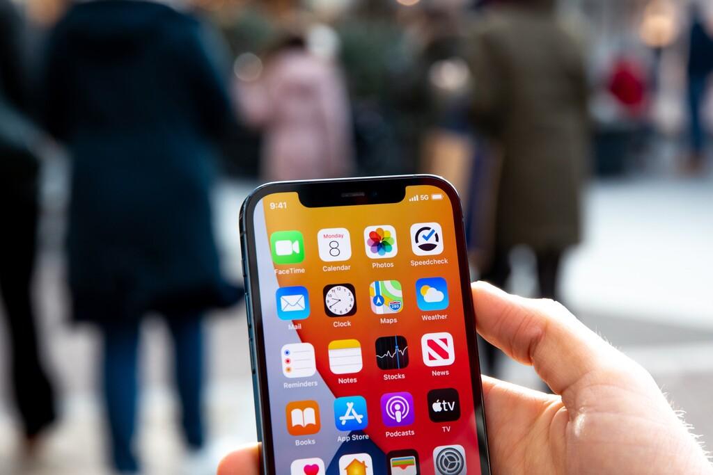 Cómo descargar actualizaciones de software utilizando el 5G de nuestro iPhone
