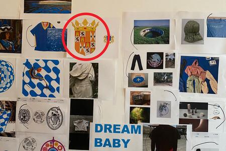 Por algún motivo, Kanye West tiene colgado el escudo de los Reyes Católicos en su pared