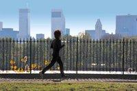 Los riesgos de practicar carrera en ciudad durante el verano
