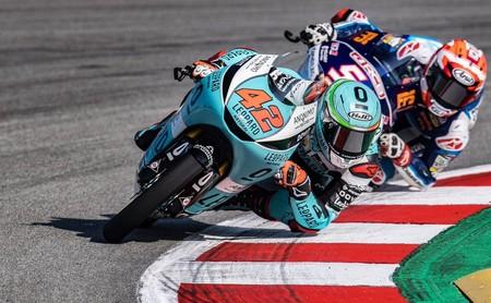 Marcos Ramírez consigue su primera victoria en una alocada carrera de Moto3 y Arón Canet afianza el liderato