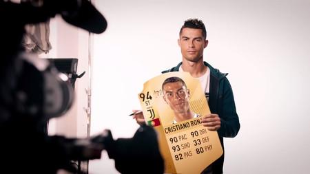 Las estrellas de FIFA 19 reaccionan a sus propias cartas de Ultimate Team en el último tráiler