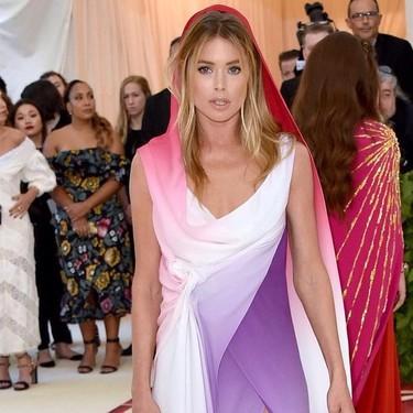 """Gala MET 2018: Doutzen Kroes se columpia con su look """"virginal"""" en la alfombra roja"""