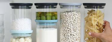 Botes y tarros de vidrio para una tener una despensa mejor organizada (y más bonita y ecológica)