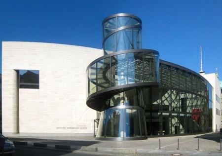 1024px Berlin Mitte Hinter Dem Zeughaus Ausstellungshalle Deutsches Historisches Museum