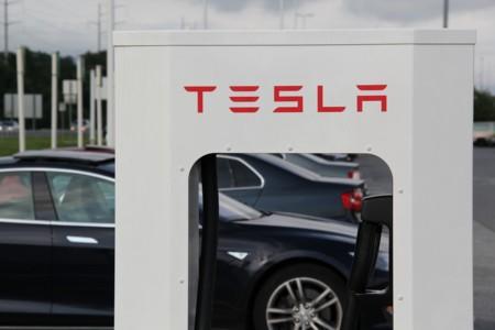 Tesla podrá instalar sus supercargadores en España sin la obligación de incluir una toma CCS Combo
