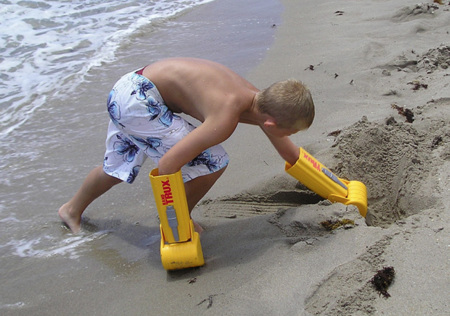 El increíble caso del niño manos excavadora: el terror de las playas