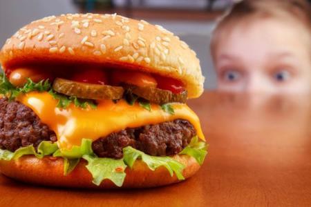 Niños con el colesterol alto, ¿qué hacer para prevenirlo?