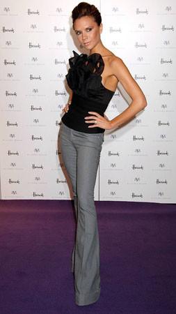 Victoria Beckham se inspira en Naomi Campbell para sus nuevos vaqueros