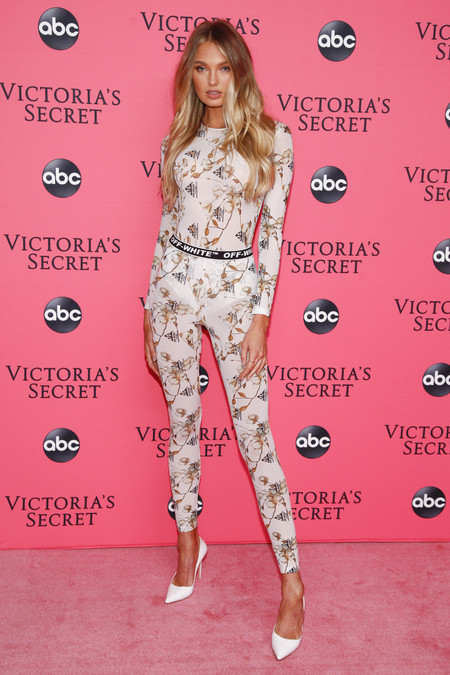 Romee Strijd victoria secret red carpet