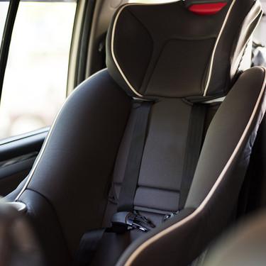 Fabricantes de vehículos firmaron un compromiso para instalar un sistema que prevenga que bebés y niños sean dejados en el coche