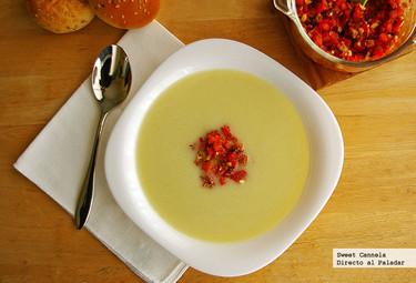 Sopa de coliflor con salsa de almendras y pimiento rojo. Receta
