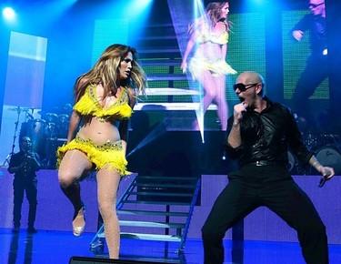 No hay dos sin tres, y si JLo y Pitbull tienen que volver  a cantar juntos, pues se vuelve