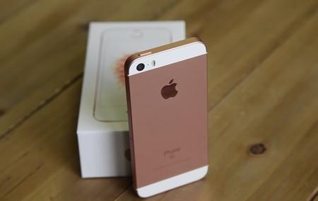 Apple pone a la venta de nuevo el iPhone SE, pero sólo hasta liquidar stock