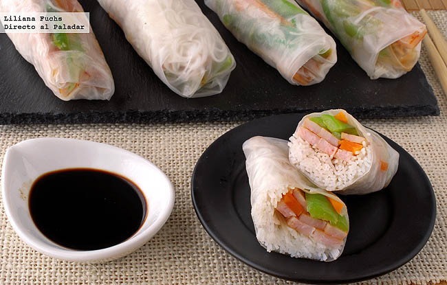 Rollitos de arroz rellenos de fideos, pavo y verduras