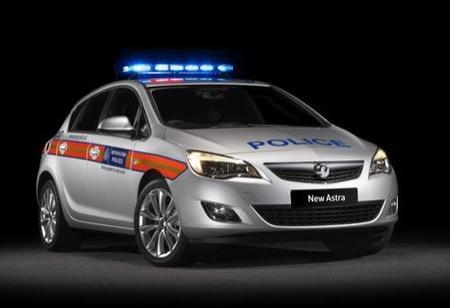 Vauxhall pone compactos para la policía y furgonetas para transportar presos