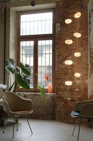 Una elegante lámpara de inspiración orgánica y materiales naturales