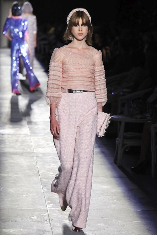 Foto de Chanel Alta Costura Otoño-Invierno 2012/2013: rosa, gris, brillos y nuevo vintage (43/61)