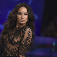 Demi Lovato canaliza a la Jasmine más chic para asistir a los premios MTV VMA 2017