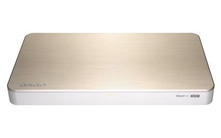 QNAP HS-453DX, un NAS-reproductor multimedia para los que buscan un modelo que pase desapercibido en el salón