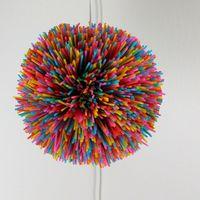 Recicladecoración: 100 pajitas de plástico convertidas en una preciosa lámpara