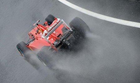 Fernando Alonso se alía con la lluvia para llevarse la pole
