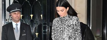 Kendall Jenner tiene el look sport en blanco y negro más estiloso de la temporada, estrenando nuevo bolso asequible a casi todos