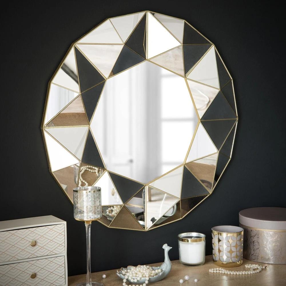 Espejo con relieves geométricos