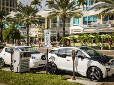 Nissan y BMW siguen potenciando la recarga rápida en Estados Unidos